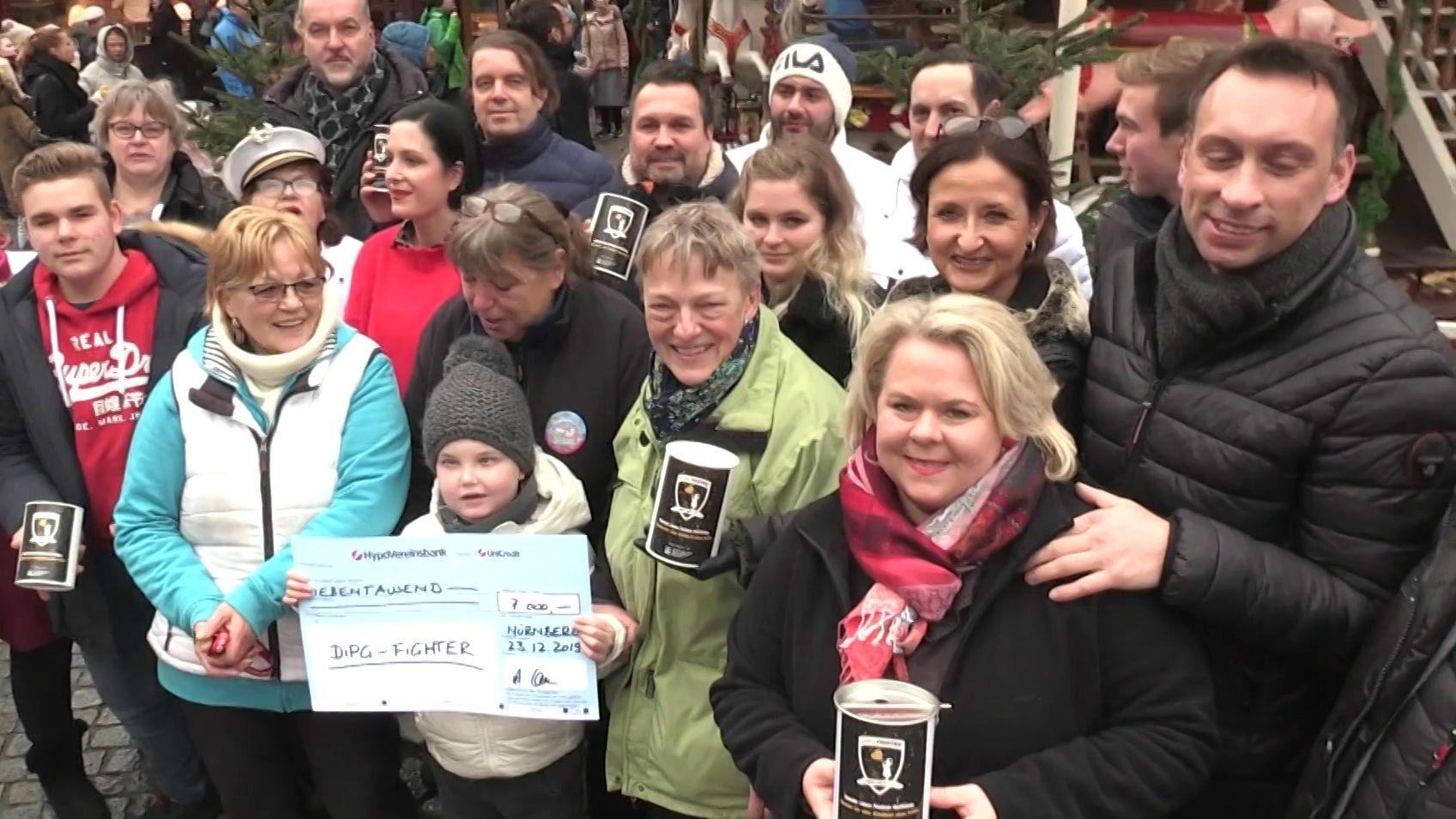 Auf der Nürnberger Kinderweihnacht sind heuer 7.000 Euro für das Projekt DIPG-Fighter gesammelt worden.