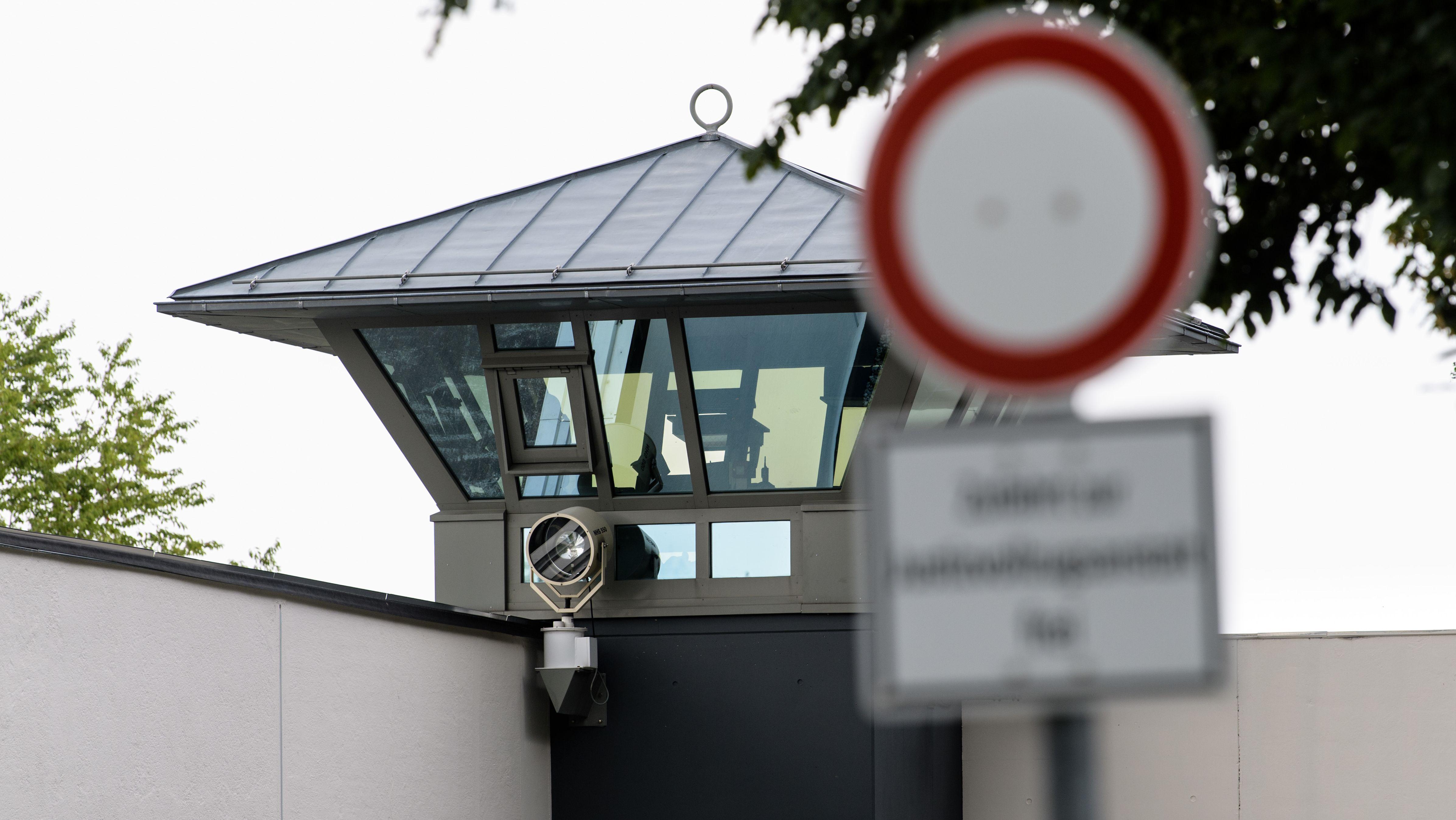 Wachturm der Justizvollzugsanstalt (JVA) München Stadelheim