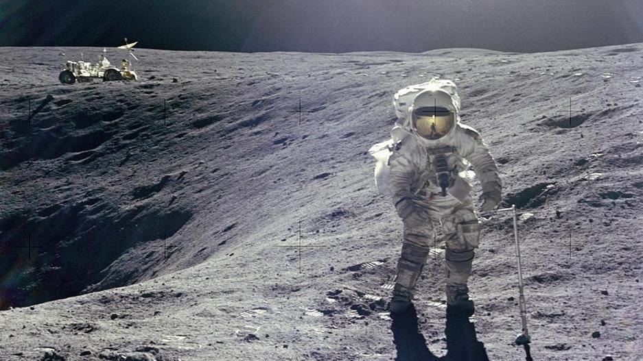 Astronaut Charles Duke von der Apollo 16 auf dem Mond