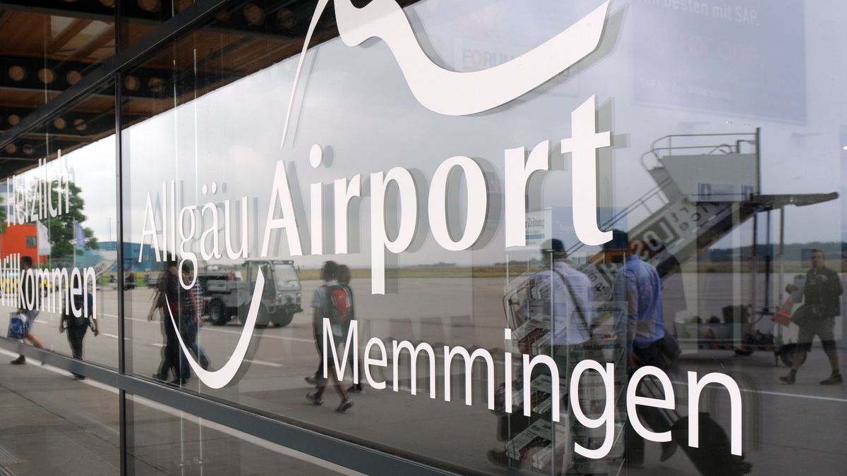 Symbolbild - Eingangsbereich des Allgäu Airport in Memmingen