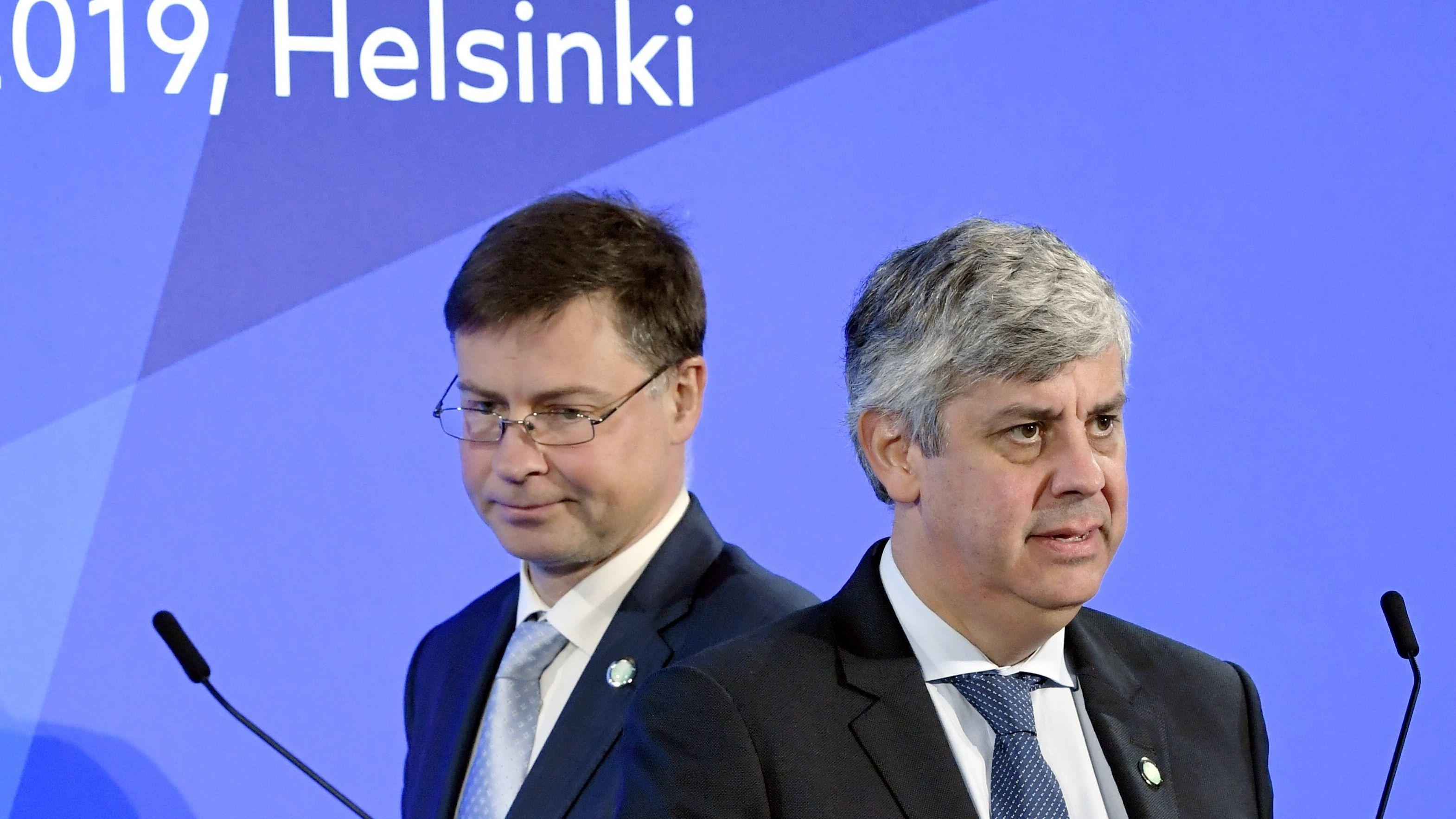 Der lettische EU-Kommissar Valdis Dombrovskis (links) und der Vorsitzende der Euro-Gruppe Mario Centeno (rechts)