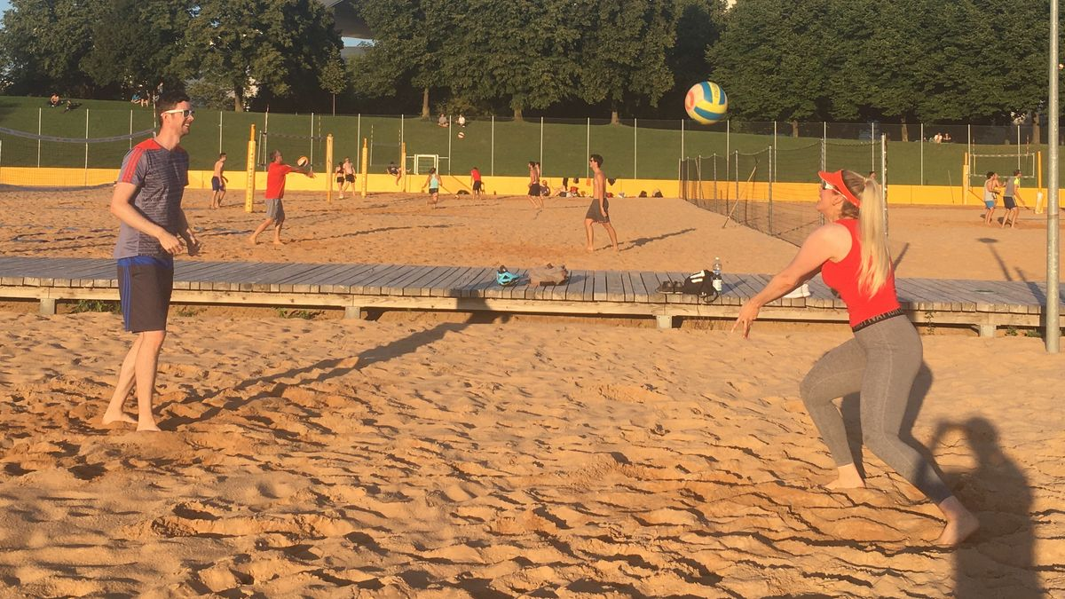 Beachvolleyball ist ein schneller und dynamischer Sport.