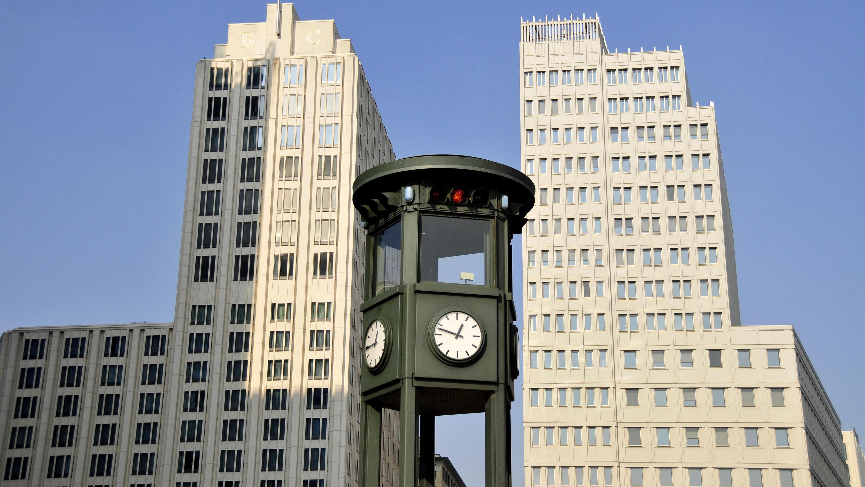 In Berlin wurde die erste Ampel 1924 aufgestellt, am Potsdamer Platz. Jetzt steht dort eine Nachbildung.