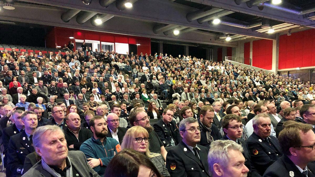 Rund 2.500 Ehrenamtliche sind in die Stadthalle nach Deggendorf gekommen