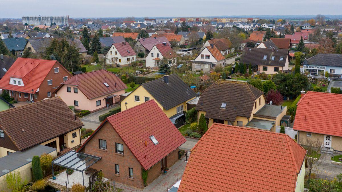 Blick auf eine Eigenheimwohnsiedlung