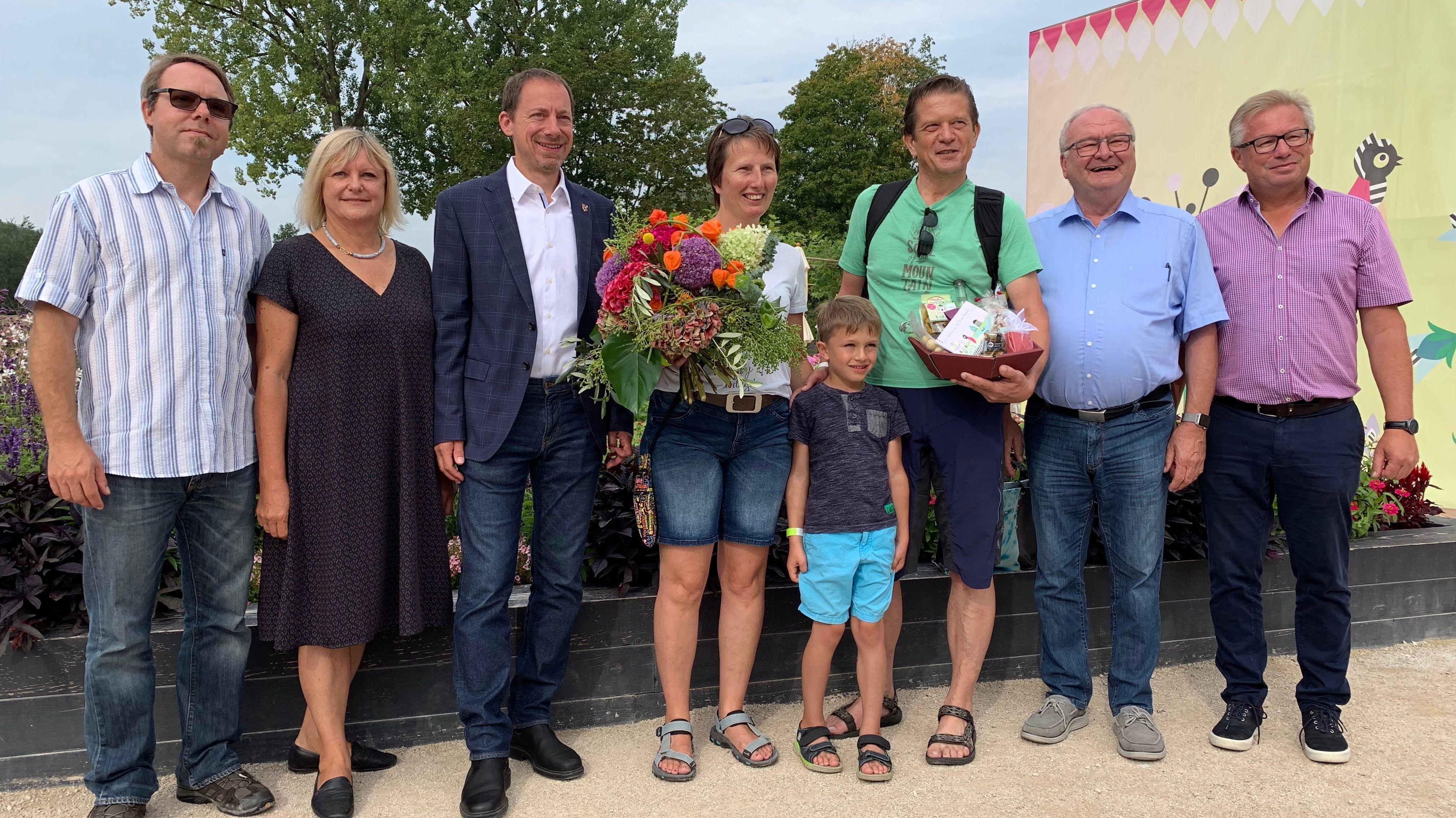 300.000ste Besucherin der Bayerischen Gartenschau in Wassertrüdingen