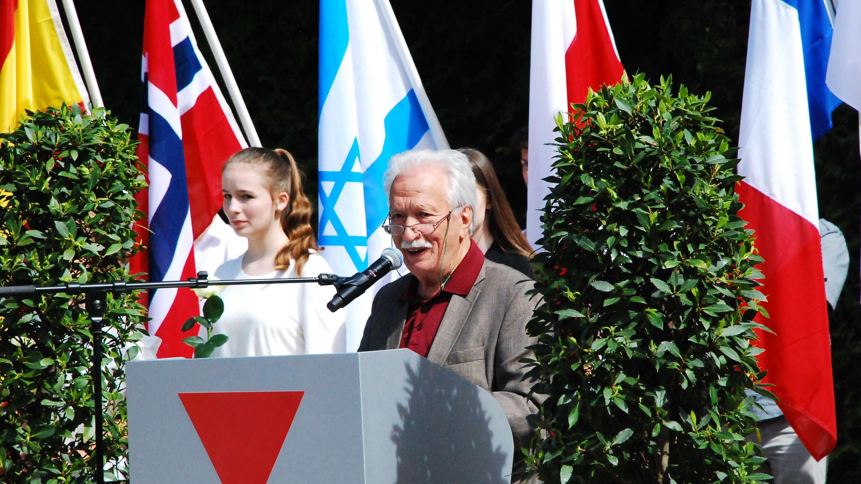 Ernst Grube bei den Gedenkfeierlichkeiten in der KZ-Gedenkstätte Dachau im  Jahr 2018
