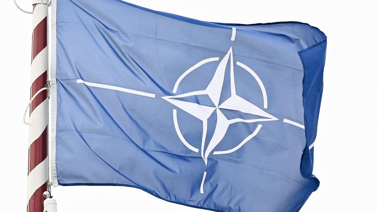 Nato-Flagge.