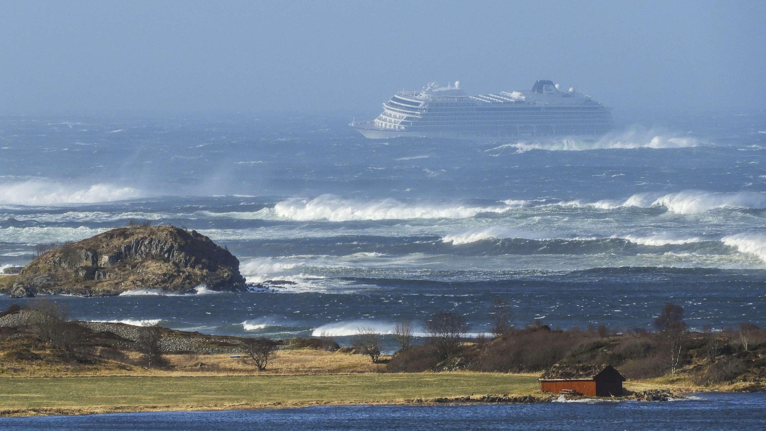 """""""Viking Sky"""" vor Norwegen in Seenot"""