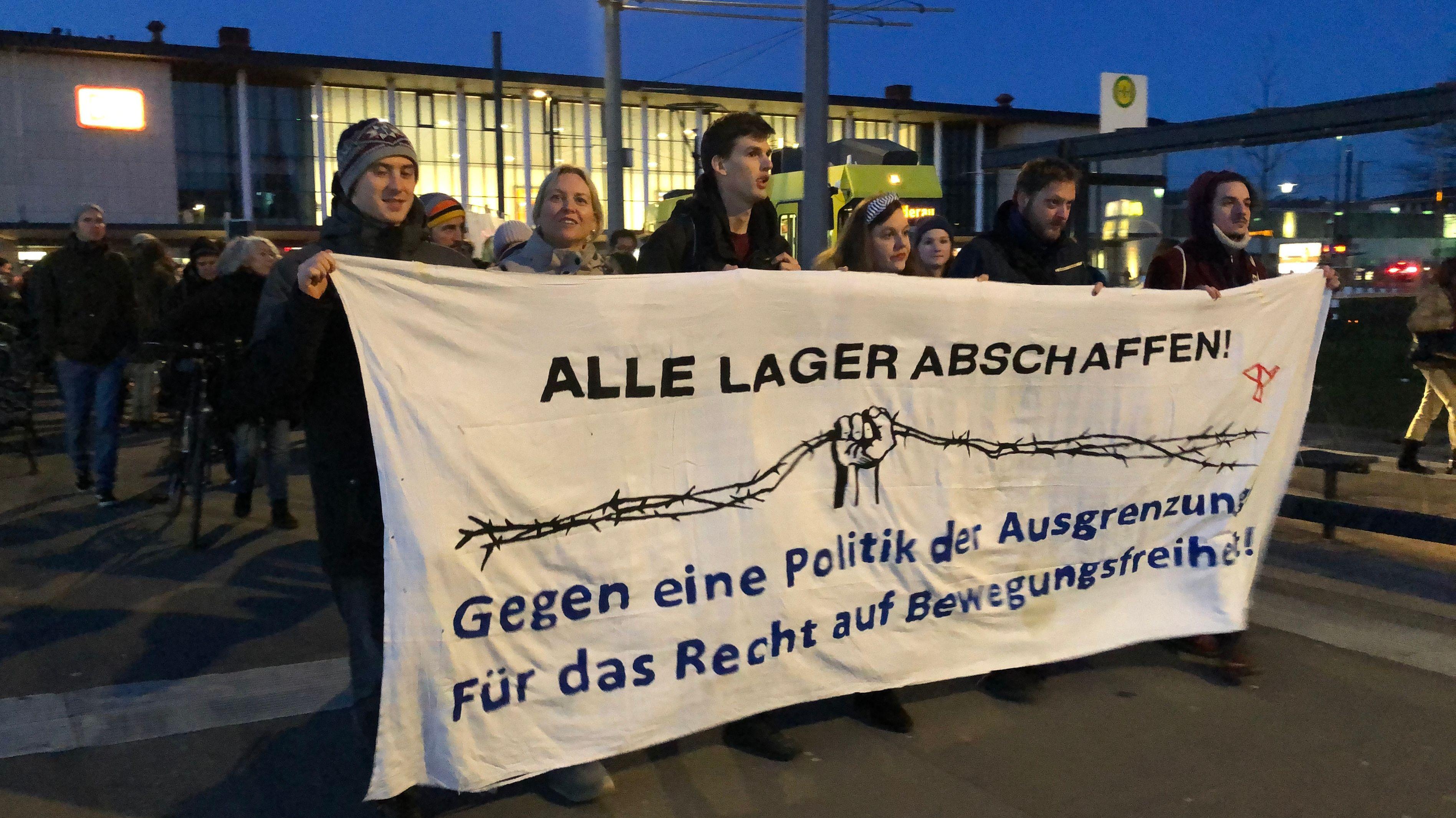 """Demonstration der """"Seebrücke Würzburg"""""""