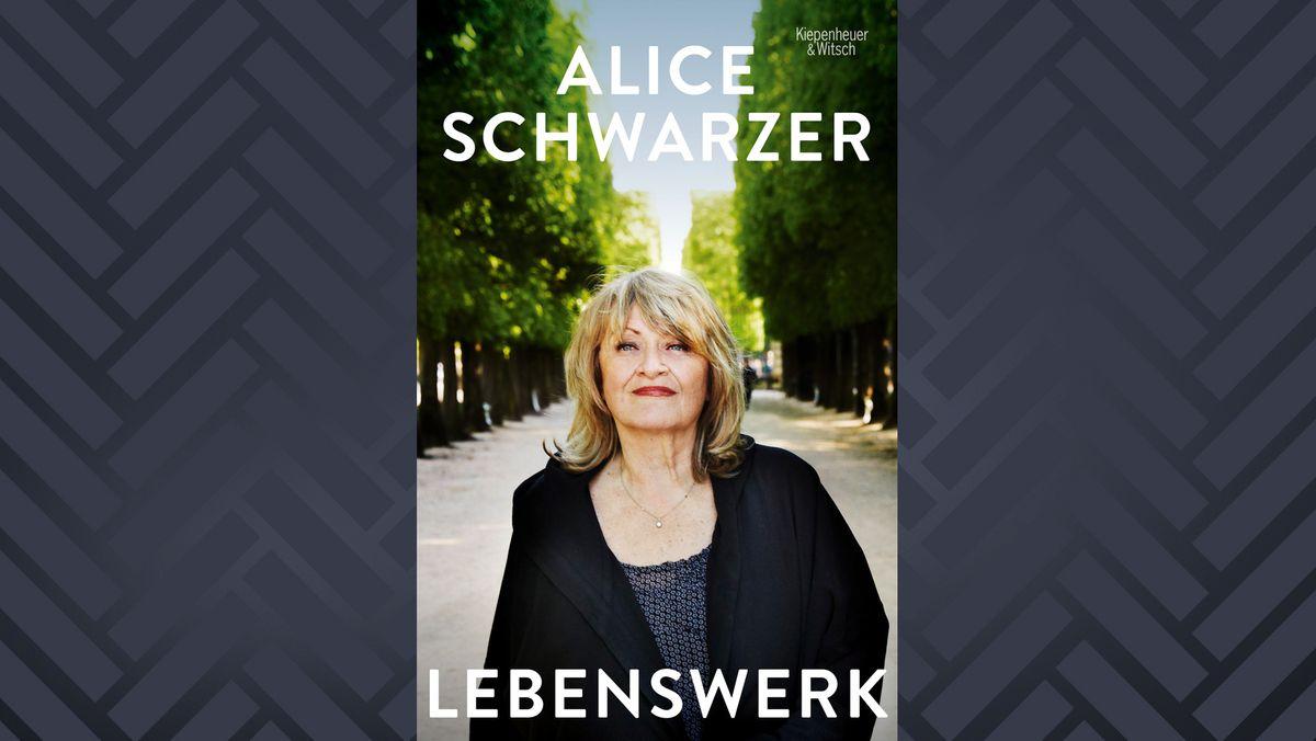 """Buchcover """"Lebenswerk"""" von Alice Schwarzer mit Fotografie der Autorin auf einer sonnigen Allee"""