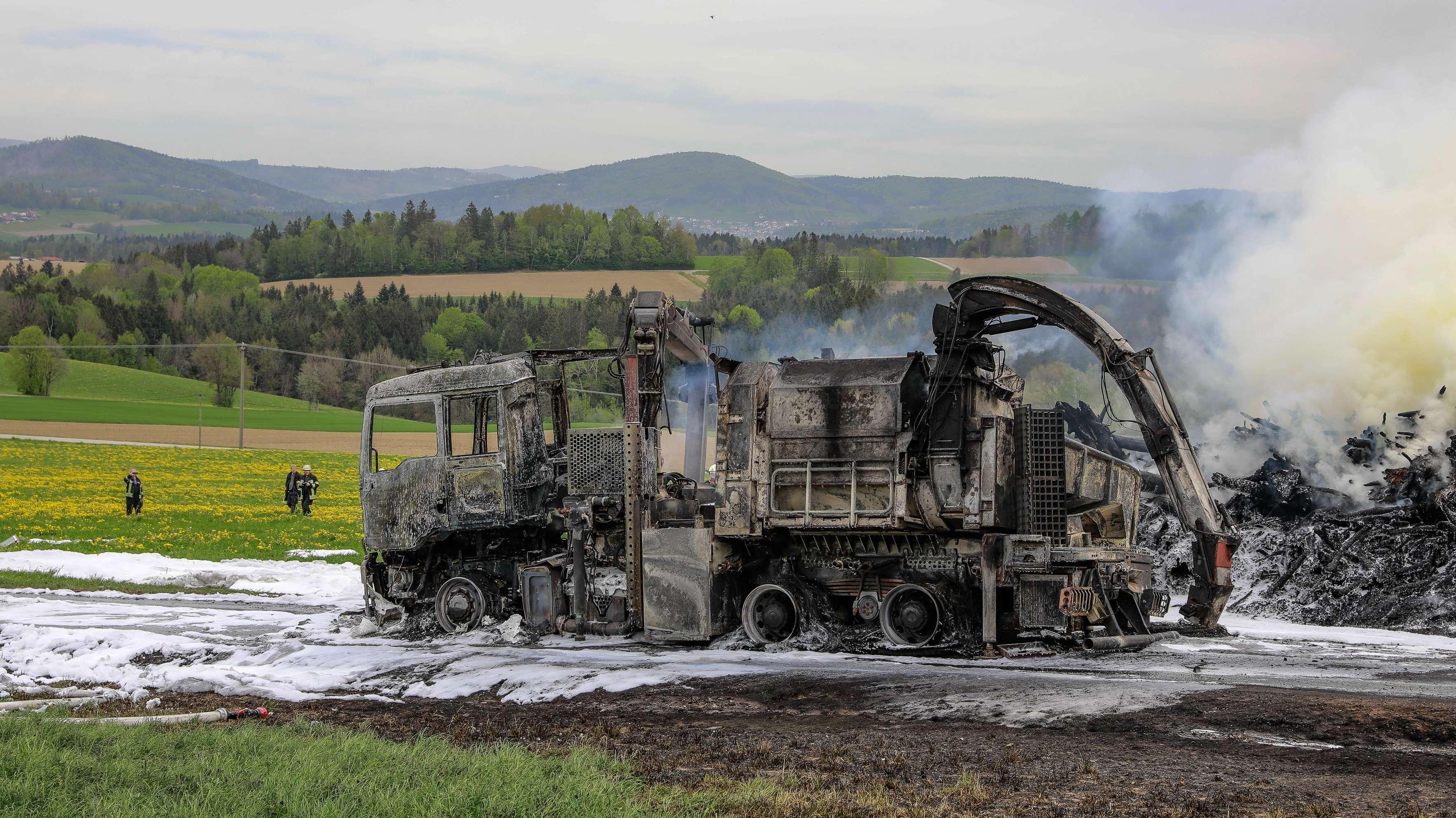 Hackschnitzelanlage brennt vollständig aus