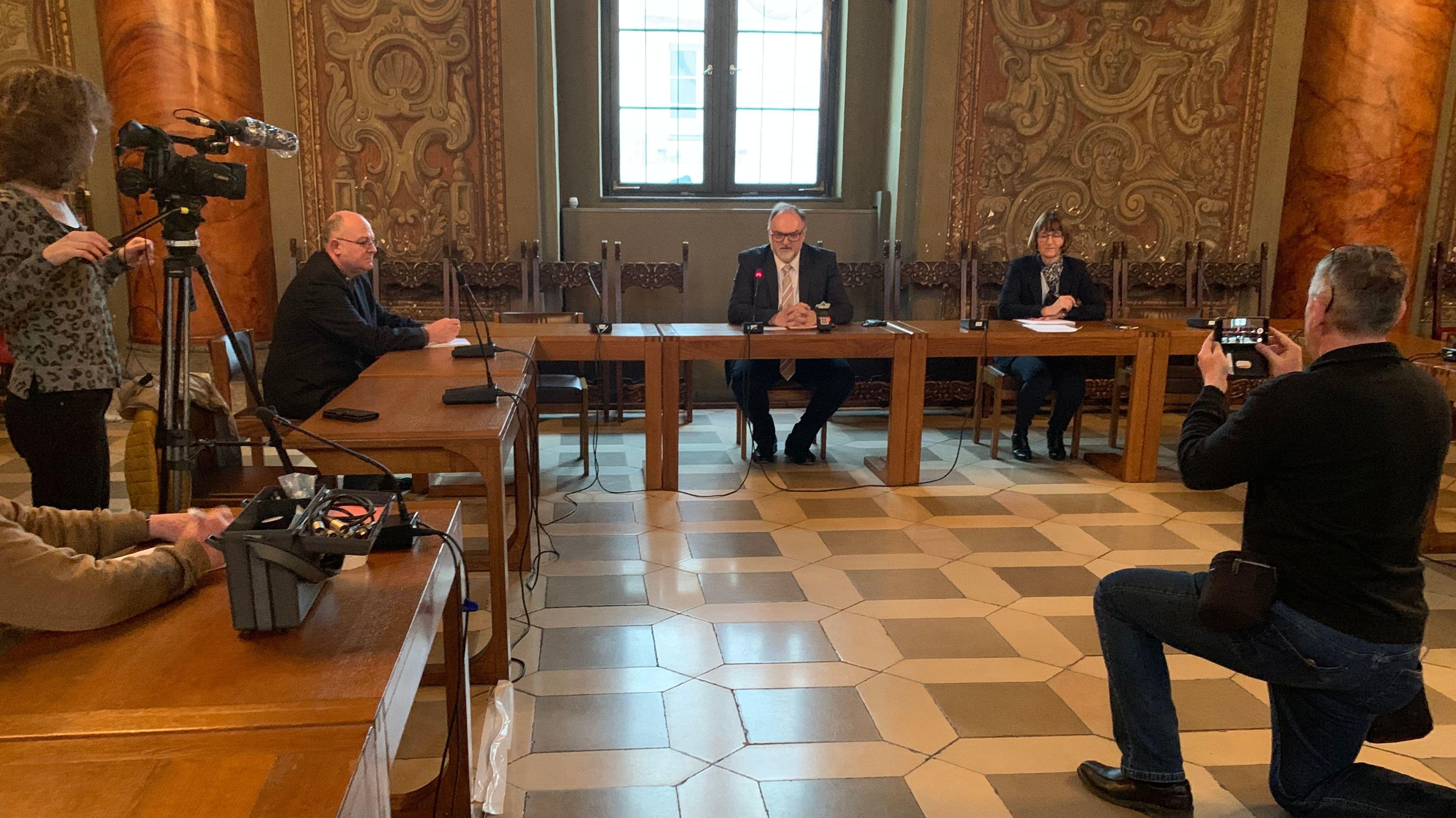 Ausgedünnte Pressekonferenz mit Passauer OB Jürgen Dupper