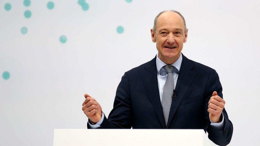 Roland Busch, neuer Vorstandsvorsitzender des deutschen Industriekonzerns Siemens, hält seine Rede während der virtuellen Jahreshauptversammlung