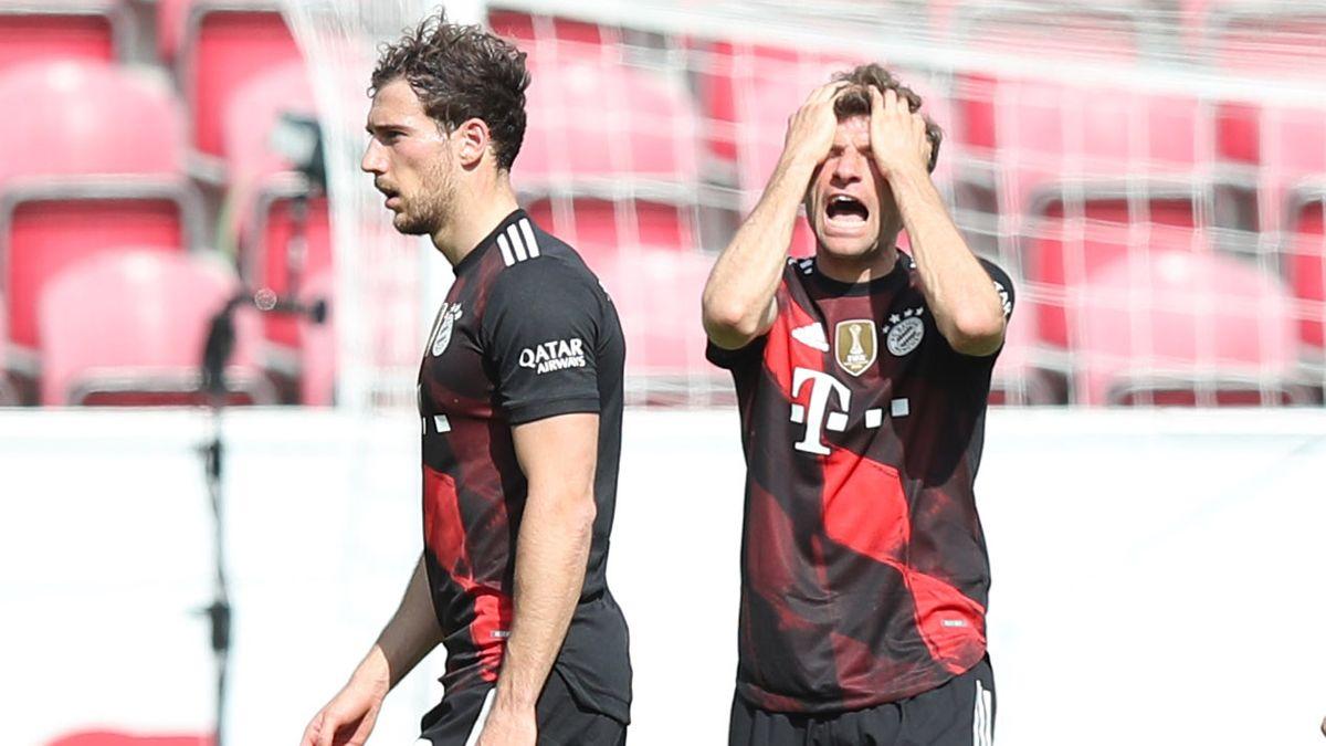 Leon Gorezka und Thomas Müller raufen sich die Haare.
