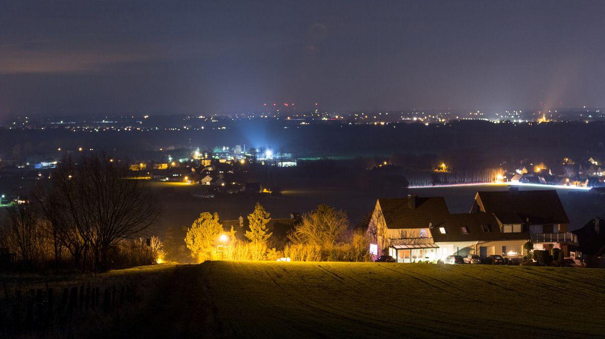 Lichtverschmutzung mit sogenannter Lichtglocke.