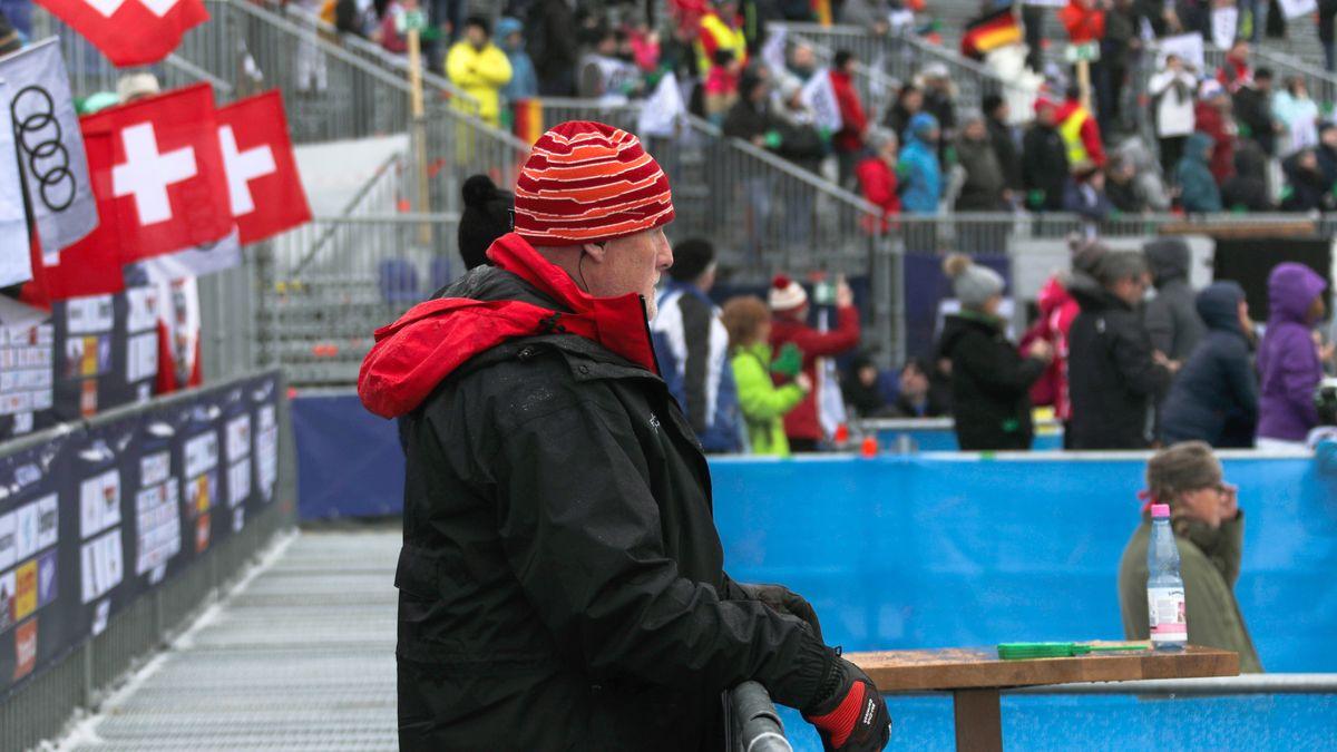 Peter Fischer, der Chef des Organbisationskomitees der Weltcuprennen in Garmisch im Ziel