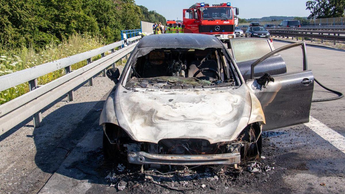 Das ausgebrannte Fahrzeug