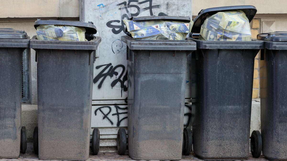 Übervolle Mülltonnen