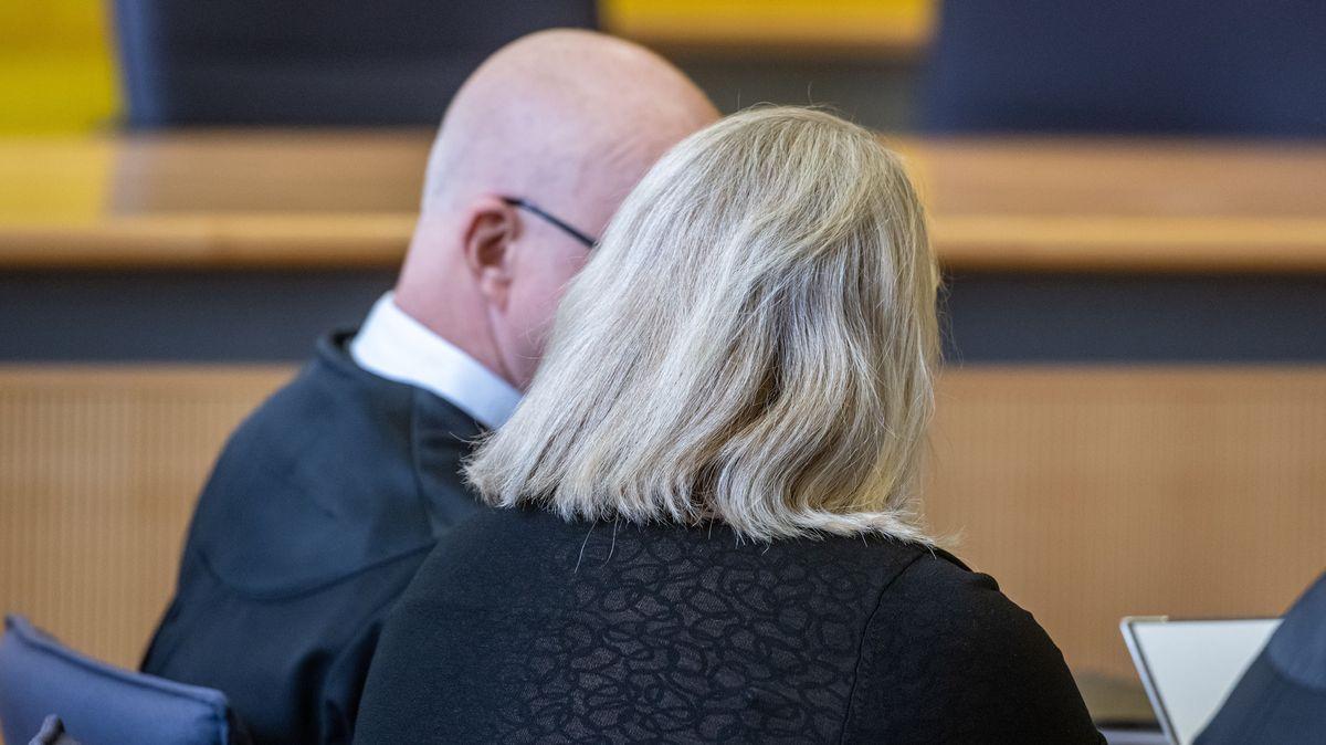 Angeklagte mit Anwalt