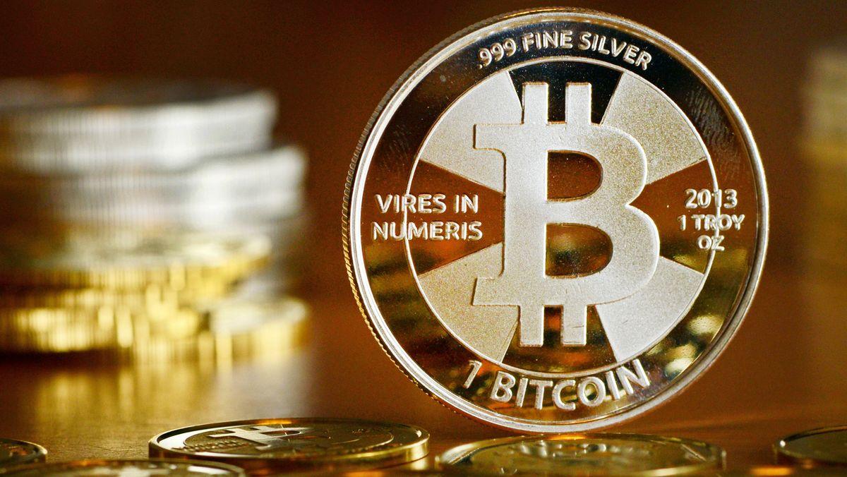 """Bitcoin-Münzen"", fotografiert beim Münzhandel."