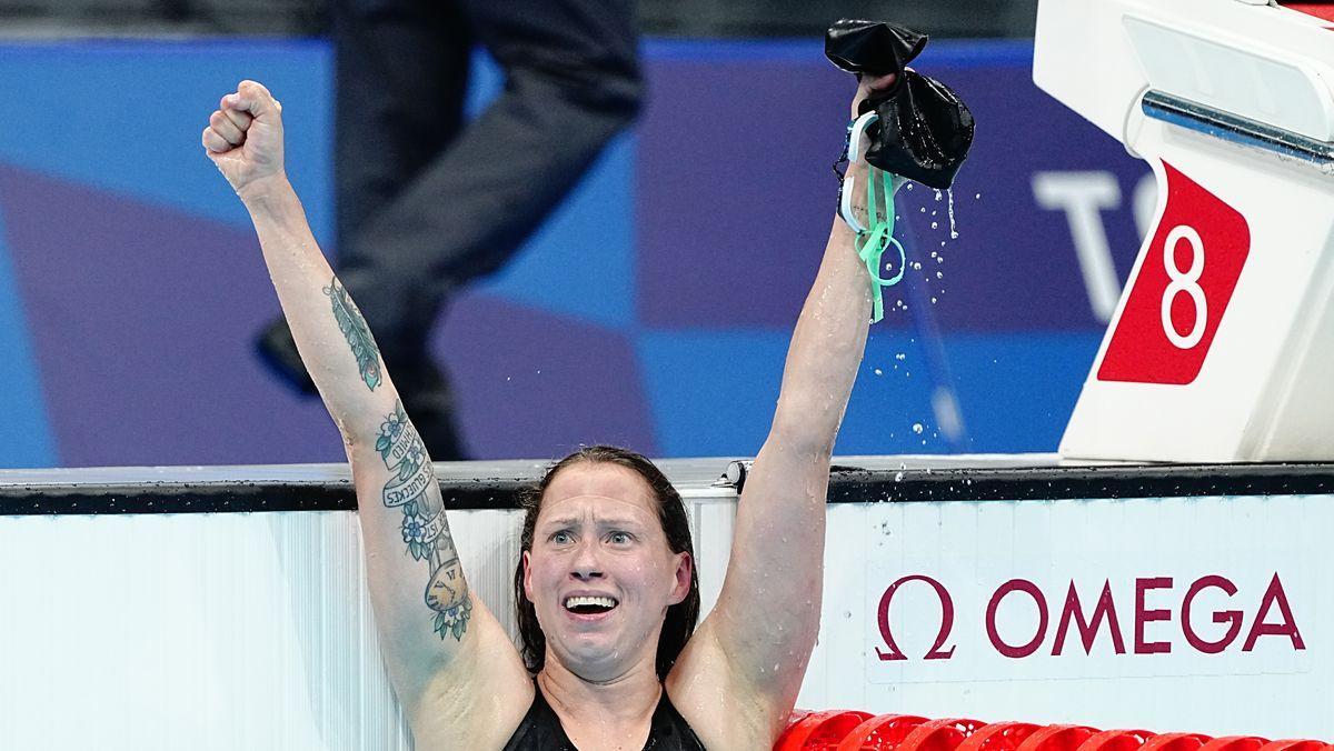 Schwimmen: Olympia, 1500 m Freistil, Frauen, Finale im Tokyo Aquatics Centre. Sarah Köhler aus Deutschland jubelt über Bronze.
