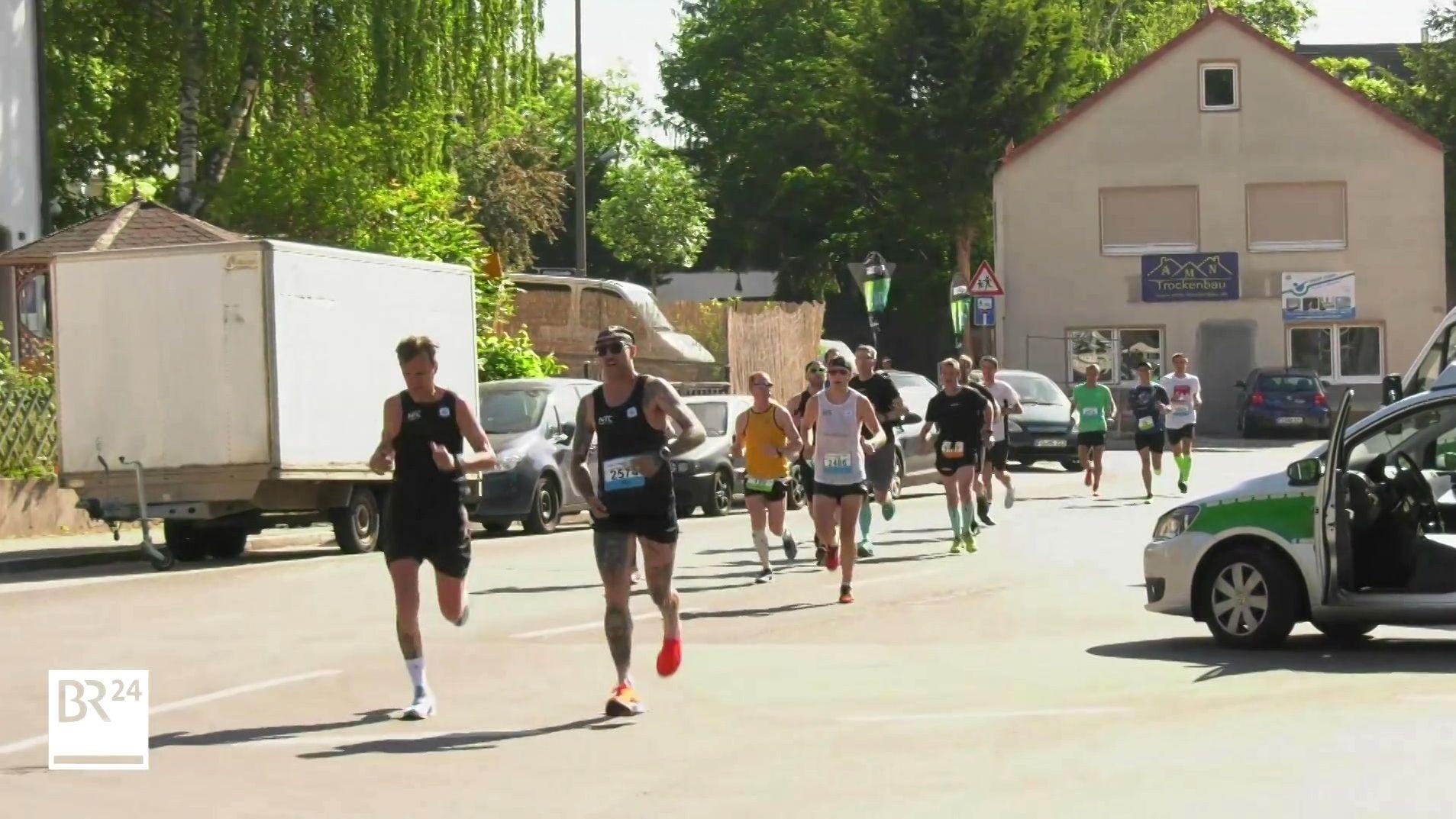 Läufer beim Metropolmarathon in Fürth