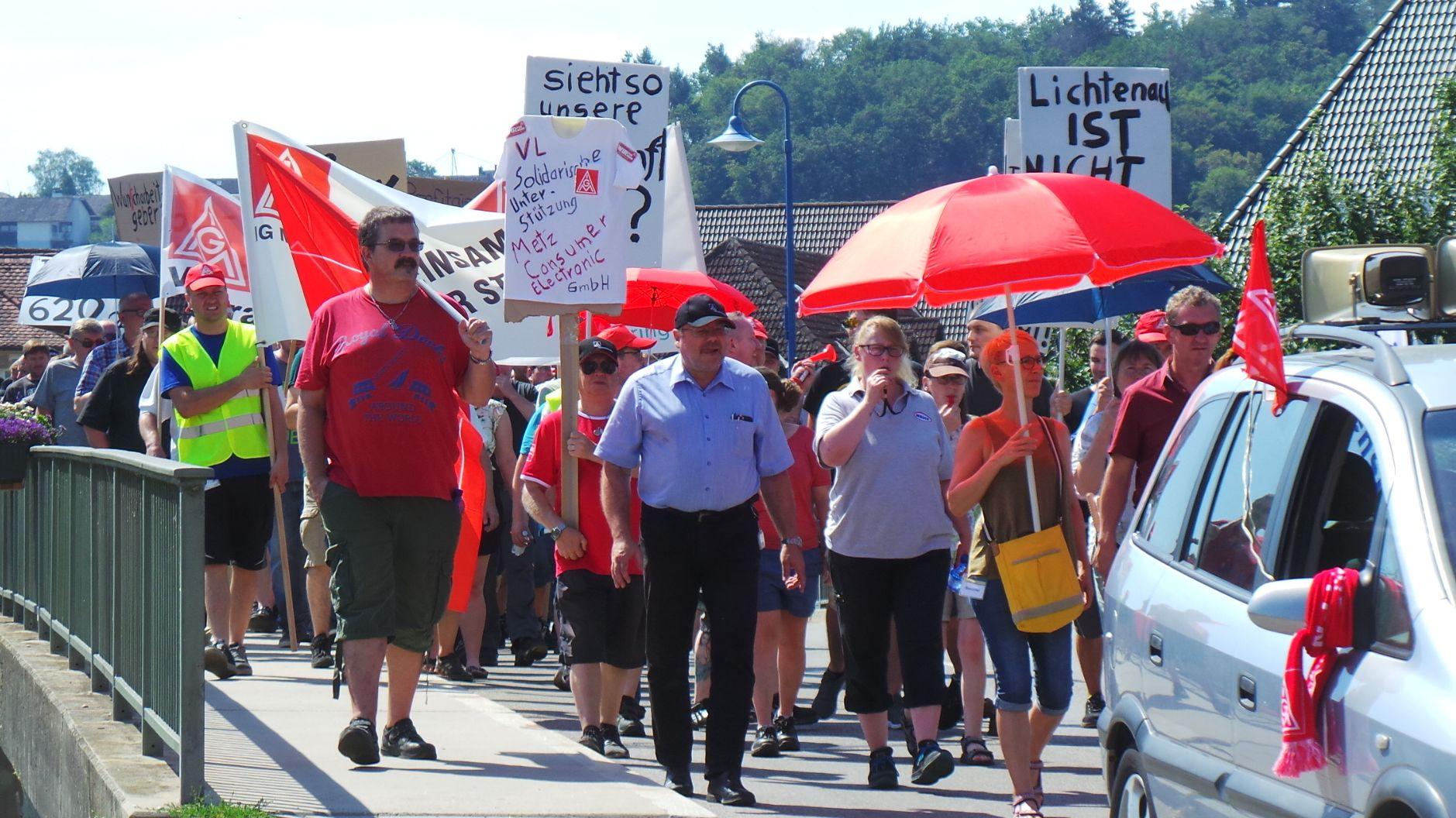 Protestmarsch gegen Werksschließung in Lichtenau