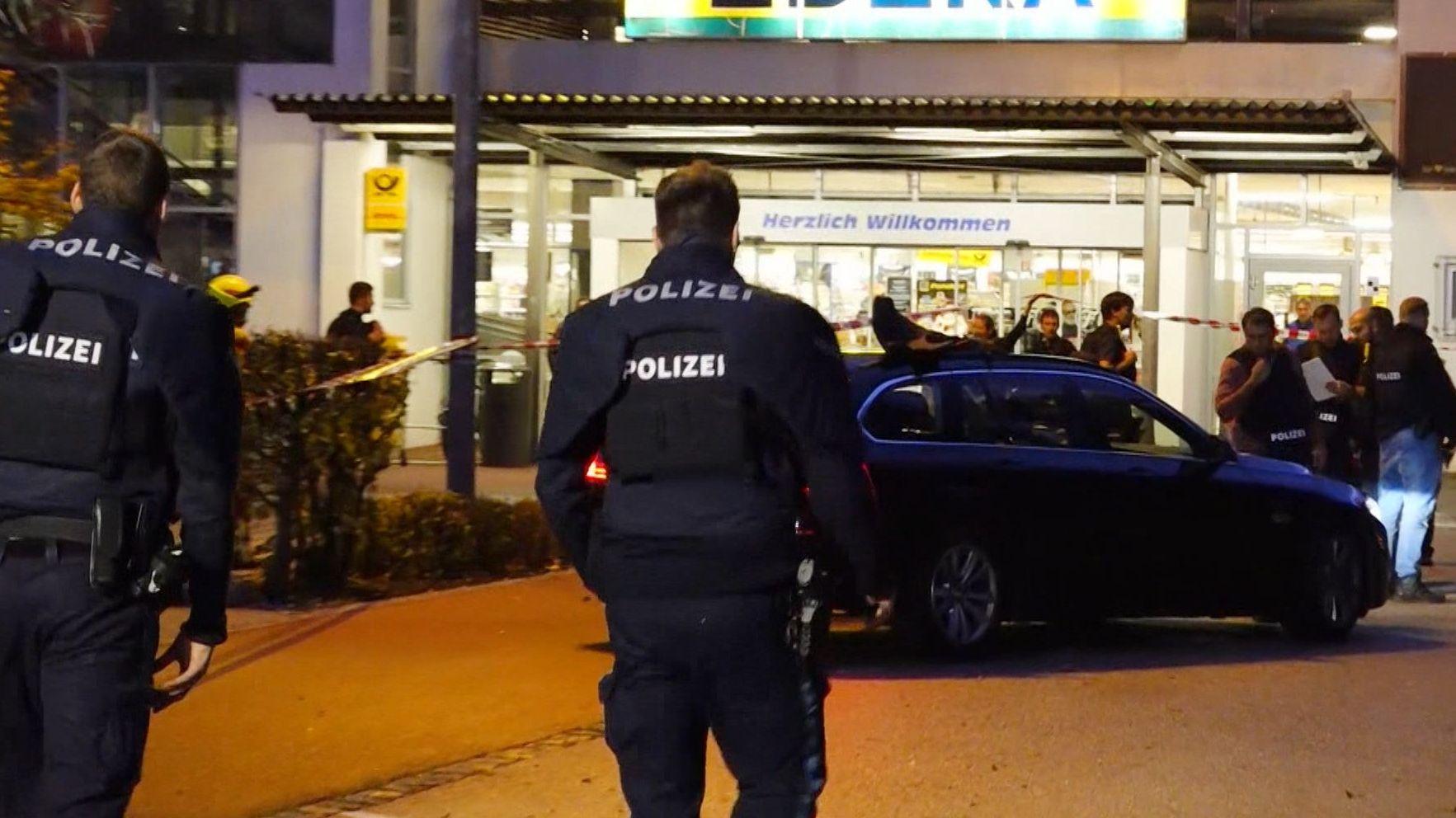 Der Supermarkt in Abensberg, vor dem die tödlichen Schüsse gefallen sind.