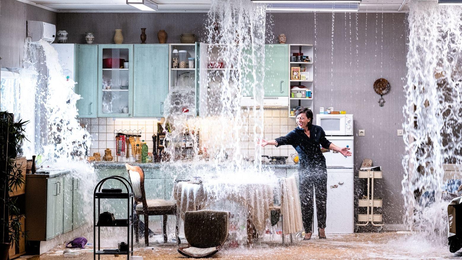 Lena in der Wohnküche