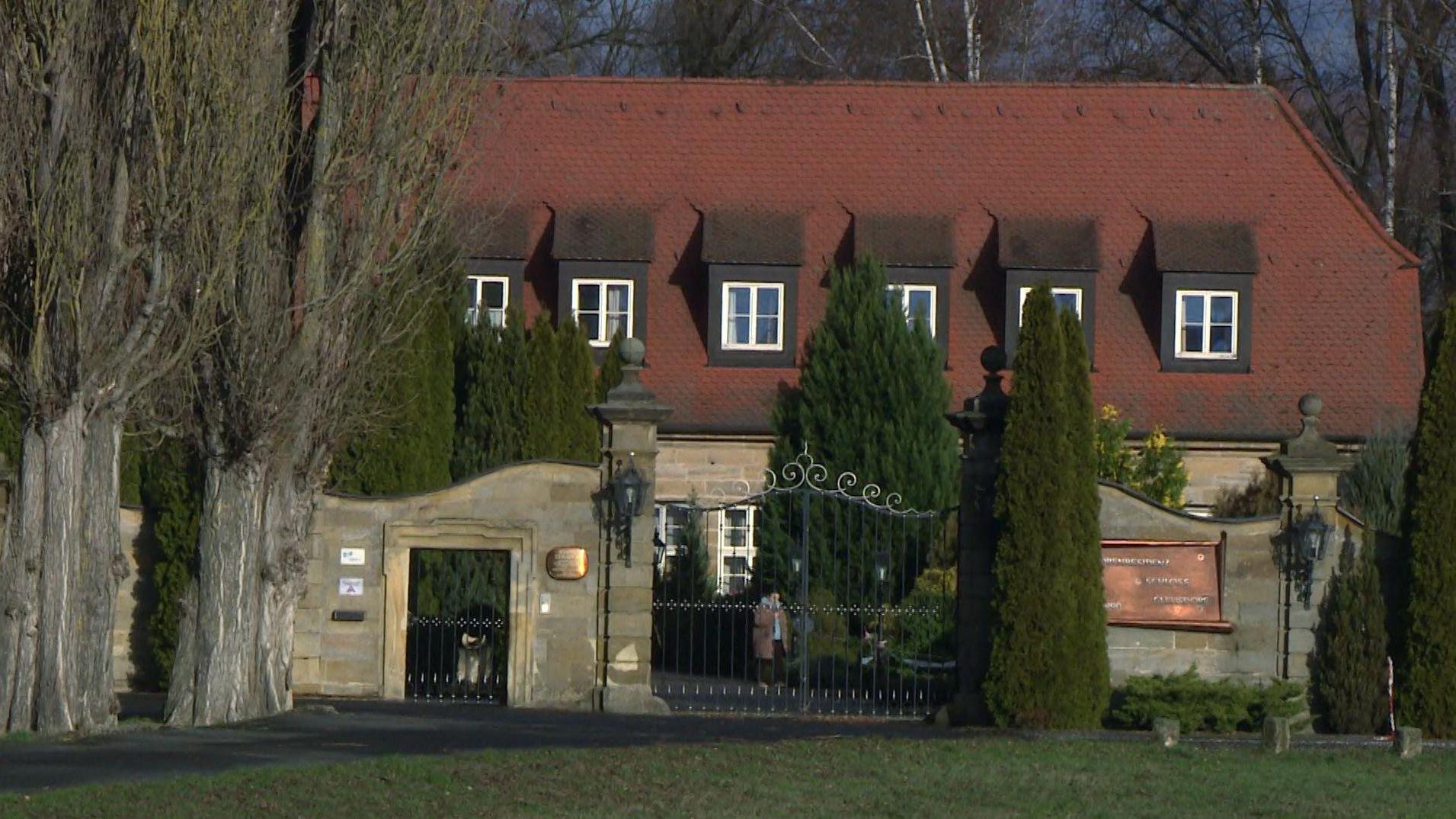 """Außenaufnahme der """"Seniorenresidenz Schloss Gleusdorf"""" im Landkreis Haßberge"""