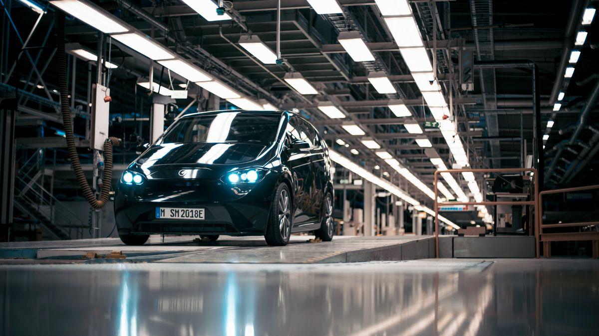 Der Sion kann nicht nur wie ein herkömmliches Elektroauto geladen werden, sondern auch mit Solarzellen auf dem Dach und an den Seiten.