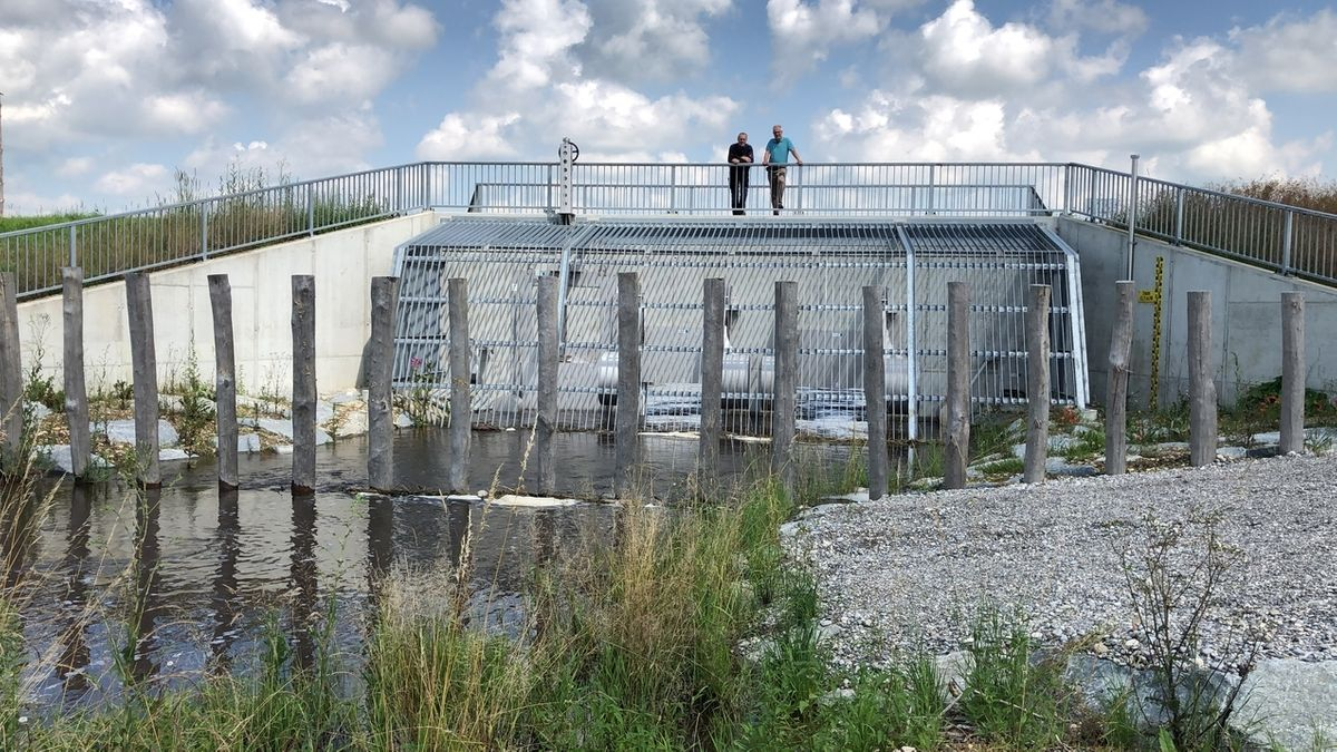 Damm für Hochwasserrückhaltebecken an der Gennach