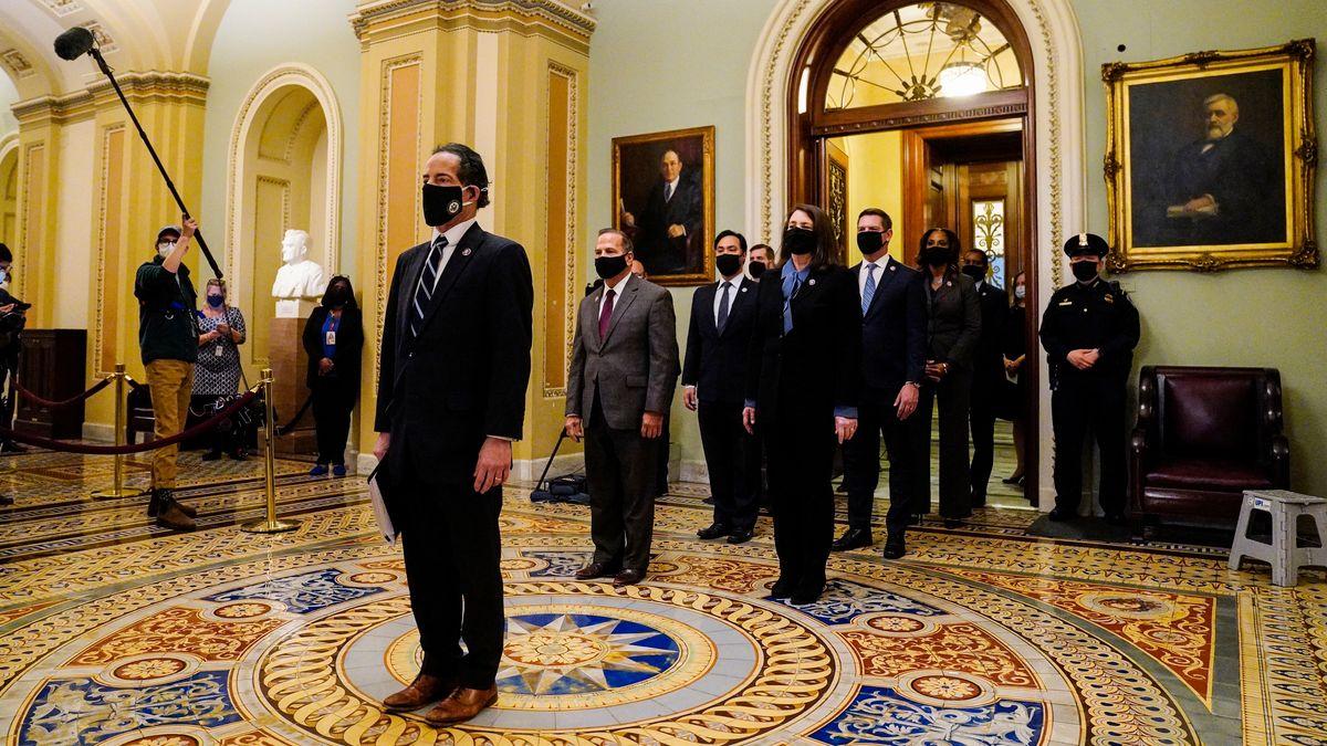 Die Impeachment-Manager der Demokraten im Weißen Haus nach der Übergabe der Anklageschrift für das Amtsenthebungsverfahren von Trump