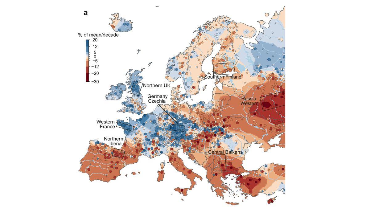 Hotspots in Europa (Rechtecke): Regional gibt es mehr Hochwasser (blau) oder weniger Hochwasser (rot).