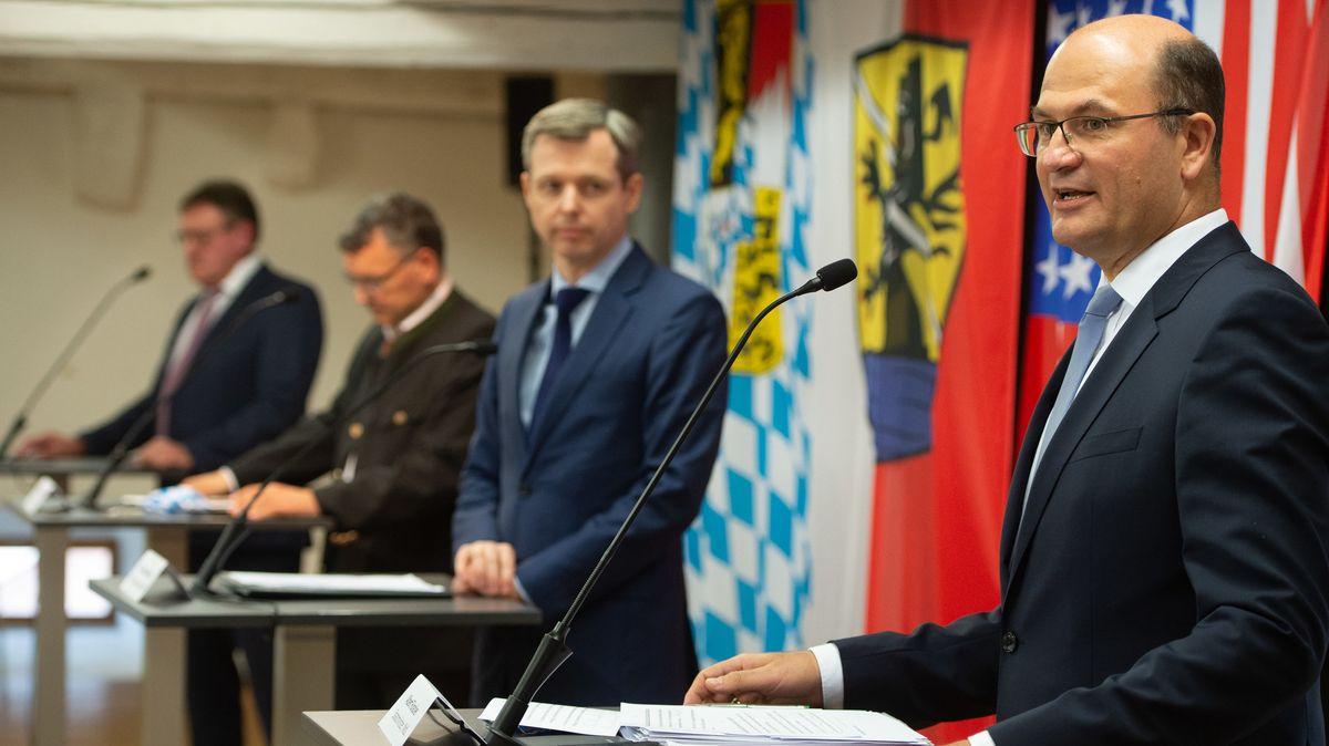 Nach der Ankündigung von US-Präsident Donald Trump, Tausende Soldaten aus der Oberpfalz abziehen zu wollen, berieten sich Minister sowie Landräte und Bürgermeister der betroffenen Kommunen. In Vilseck stellten sie die erarbeitenden Ergebnisse vor.