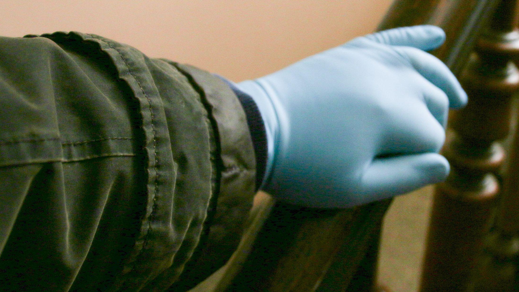 Handschuhe schützen vor Infektion