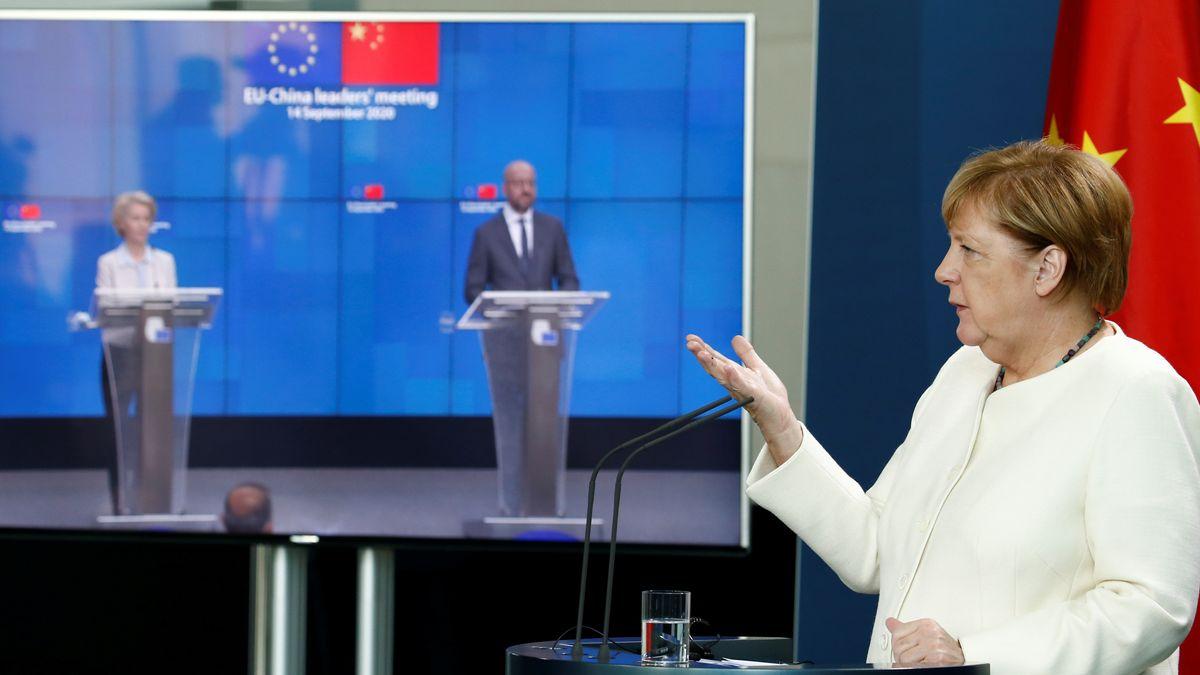 Merkel vor Videoscreen des EU-China-Gipfels