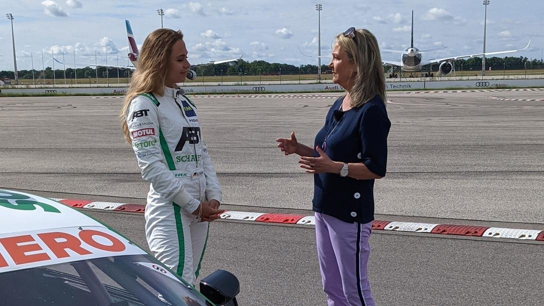 Rennfahrerin Sophia Flörsch (links) und Marianne Kreuzer