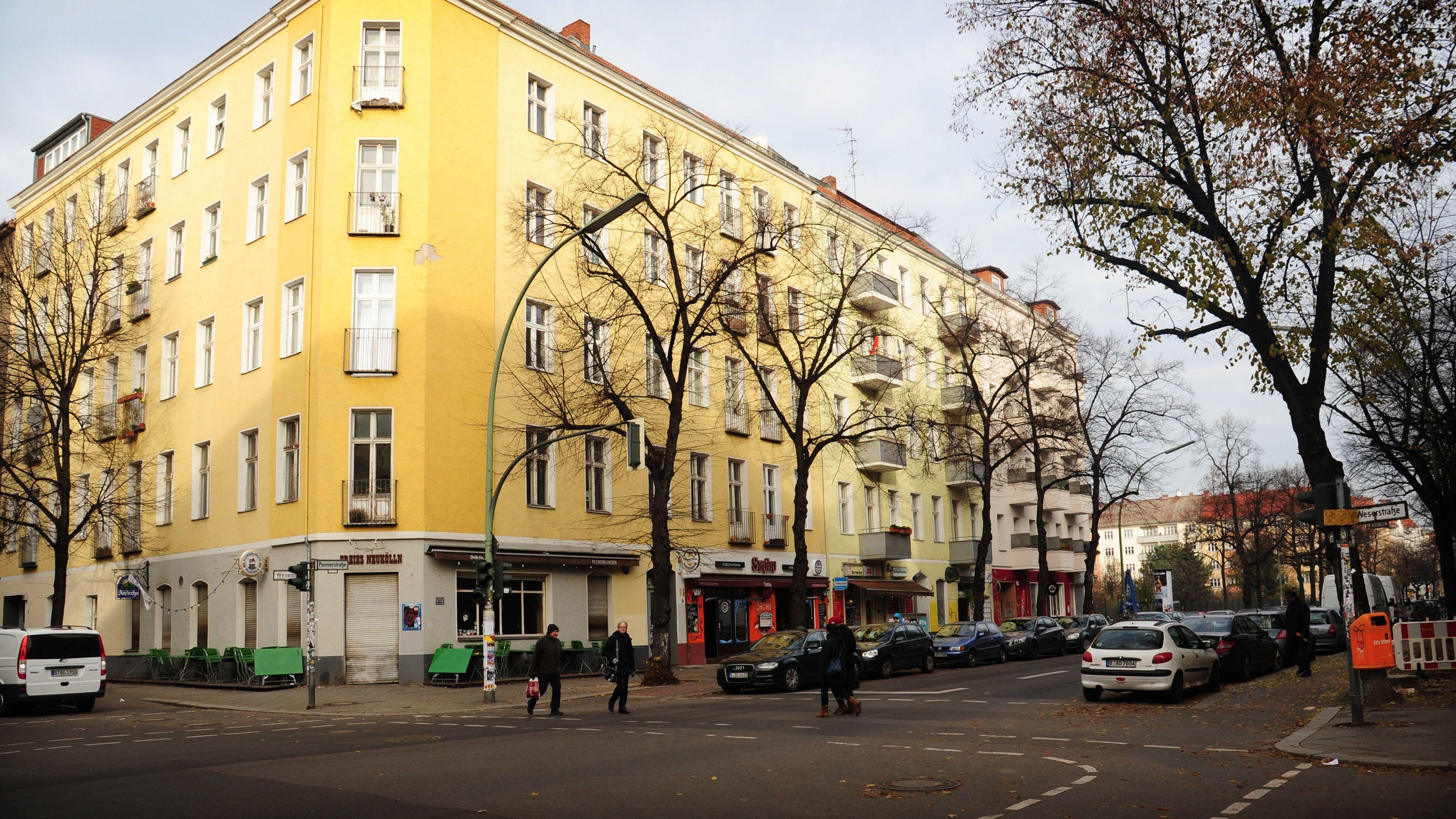 Der Bezirk Neukölln verändert sich, weil mehr Neu-Berliner in den Kiez ziehen oder der vorhandene Wohnraum als Ferienwohnung genutzt wird.