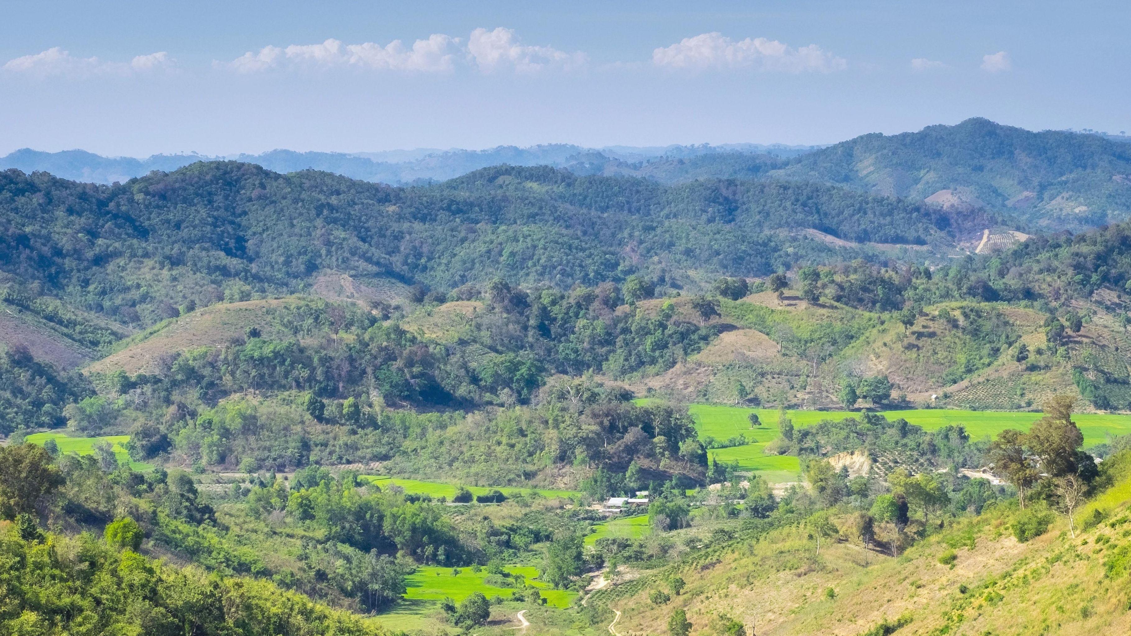 Hügeliges Hinterland in Vietnam