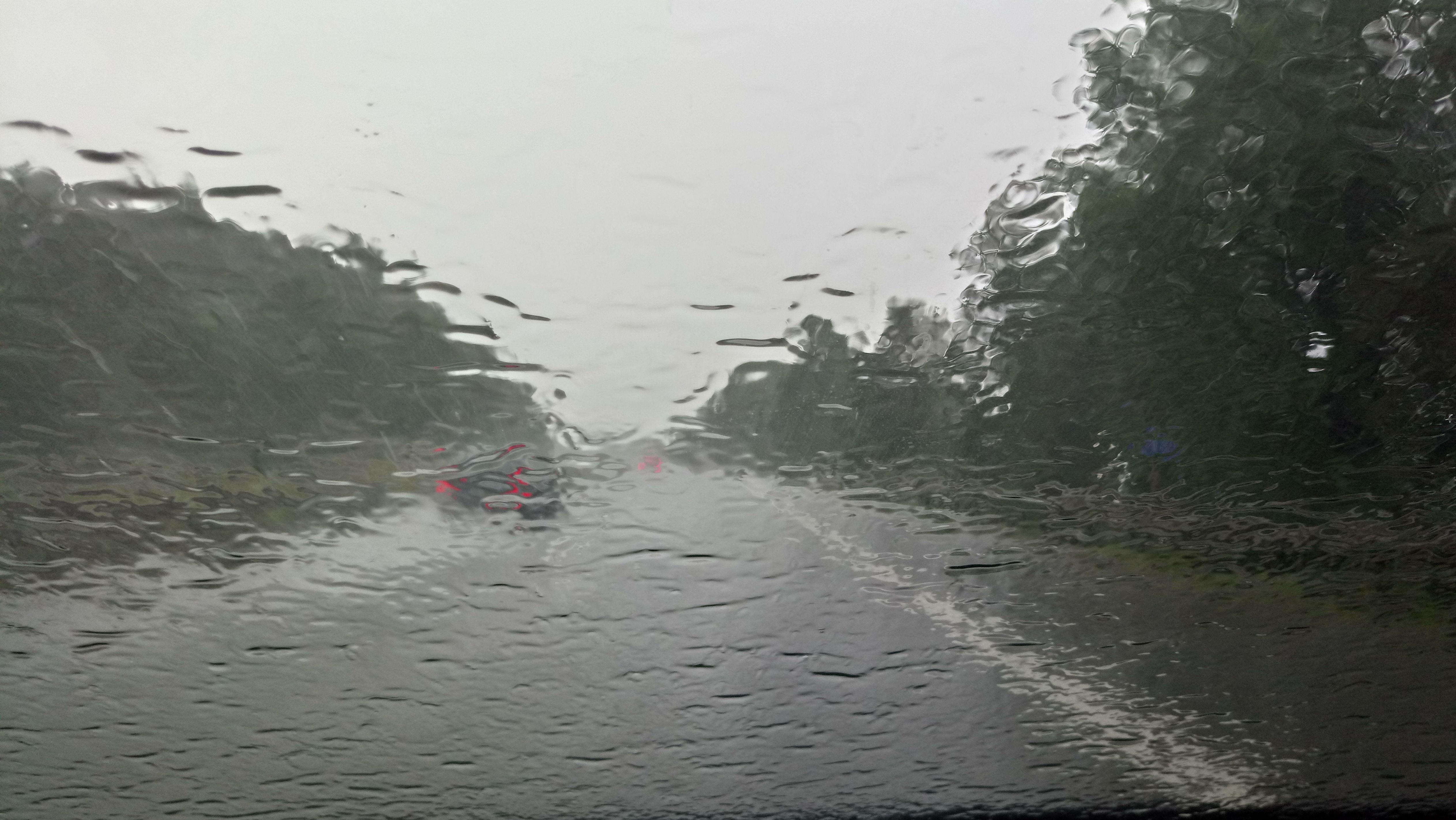 Starker Regen am Samstag auf der Autobahn