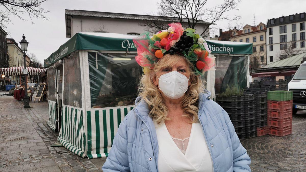 """Christine Lang organisiert seit 31 Jahren den """"Tanz der Marktweiber""""."""
