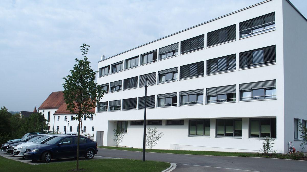 Das Caritas Altenheim in Berching: Hier haben sich 45 Menschen mit dem Coronavirus infiziert.