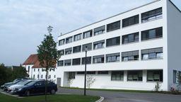 Das Caritas Altenheim in Berching: Hier haben sich 43 Menschen mit dem Coronavirus infiziert. | Bild:Caritas