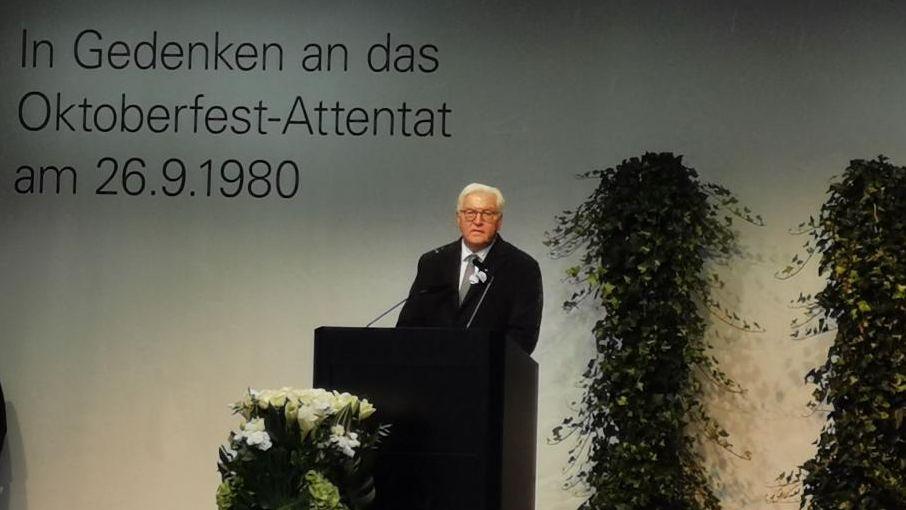 40 Jahre nach dem Oktoberfest-Attentat finden Überlebende auch Worte der Hoffnung. Erstmals sprach mit Frank-Walter Steinmeier auch ein Bundespräsident auf einer Gedenkveranstaltung für die Opfer des Bombenanschlags.