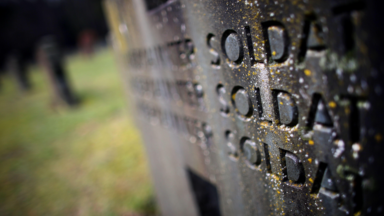 Grabsteine für unbekannte Soldaten in Vossenack bei Hürtgenwald
