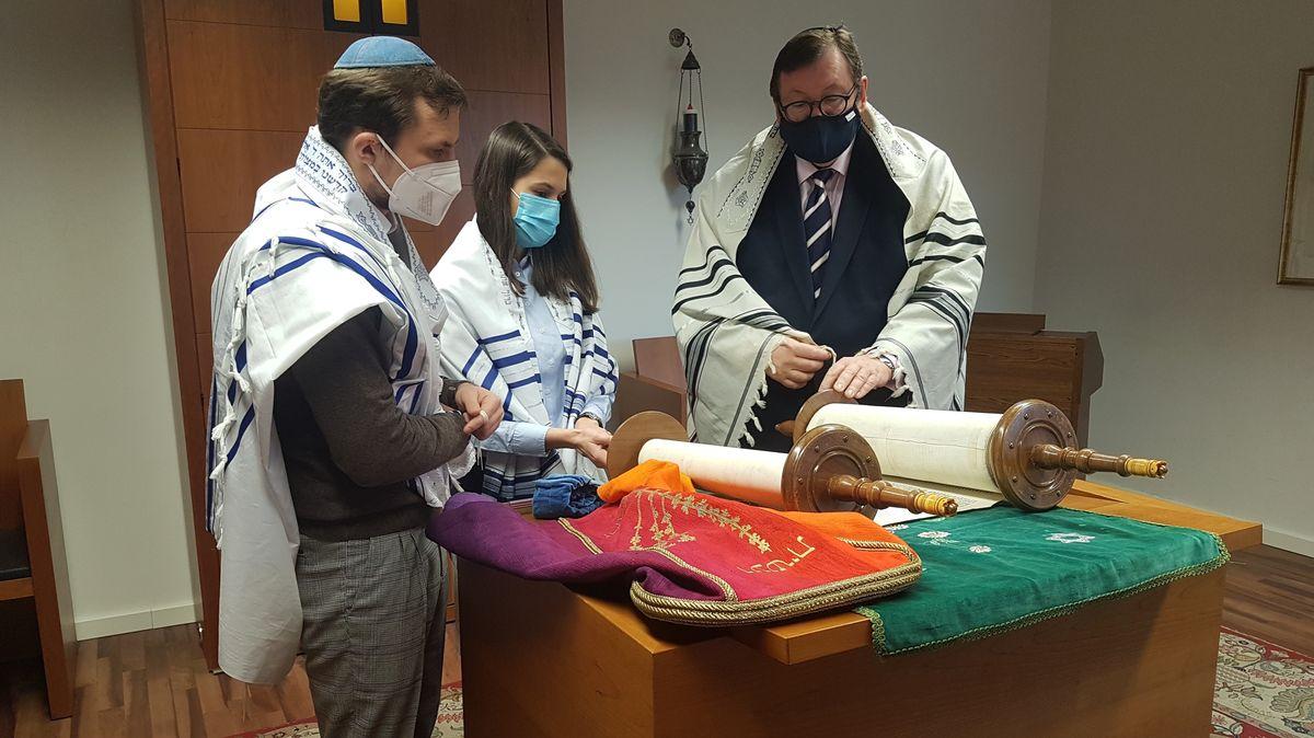 Studierende mit Rabbiner Walter Homolka am Abraham-Geiger-Institut