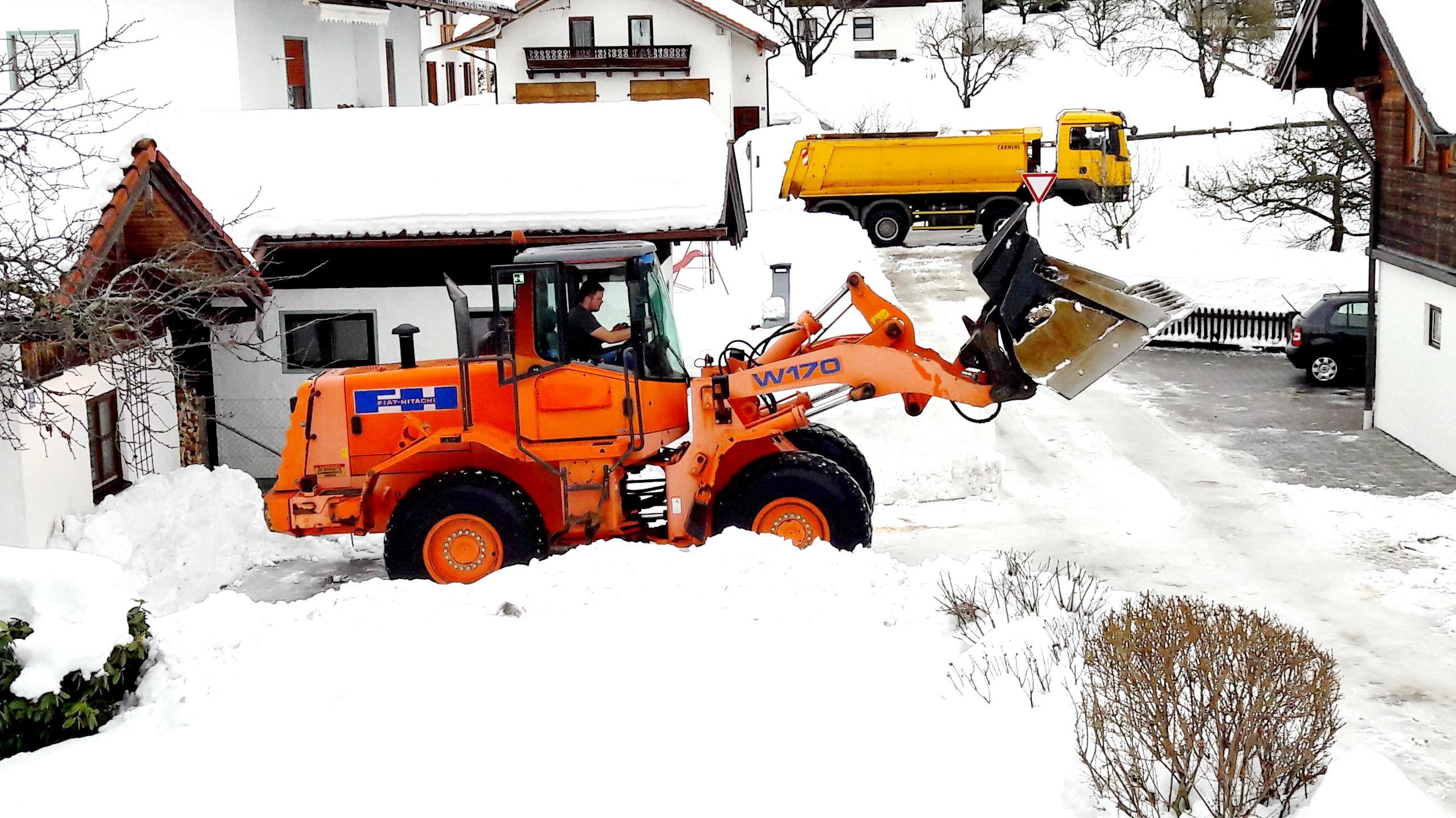 Samerberger Winterdienst mit großem Gerät