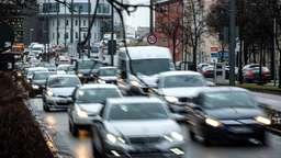 Stockender Verkehr in München (Symbolbild) | Bild:picture alliance/dpa